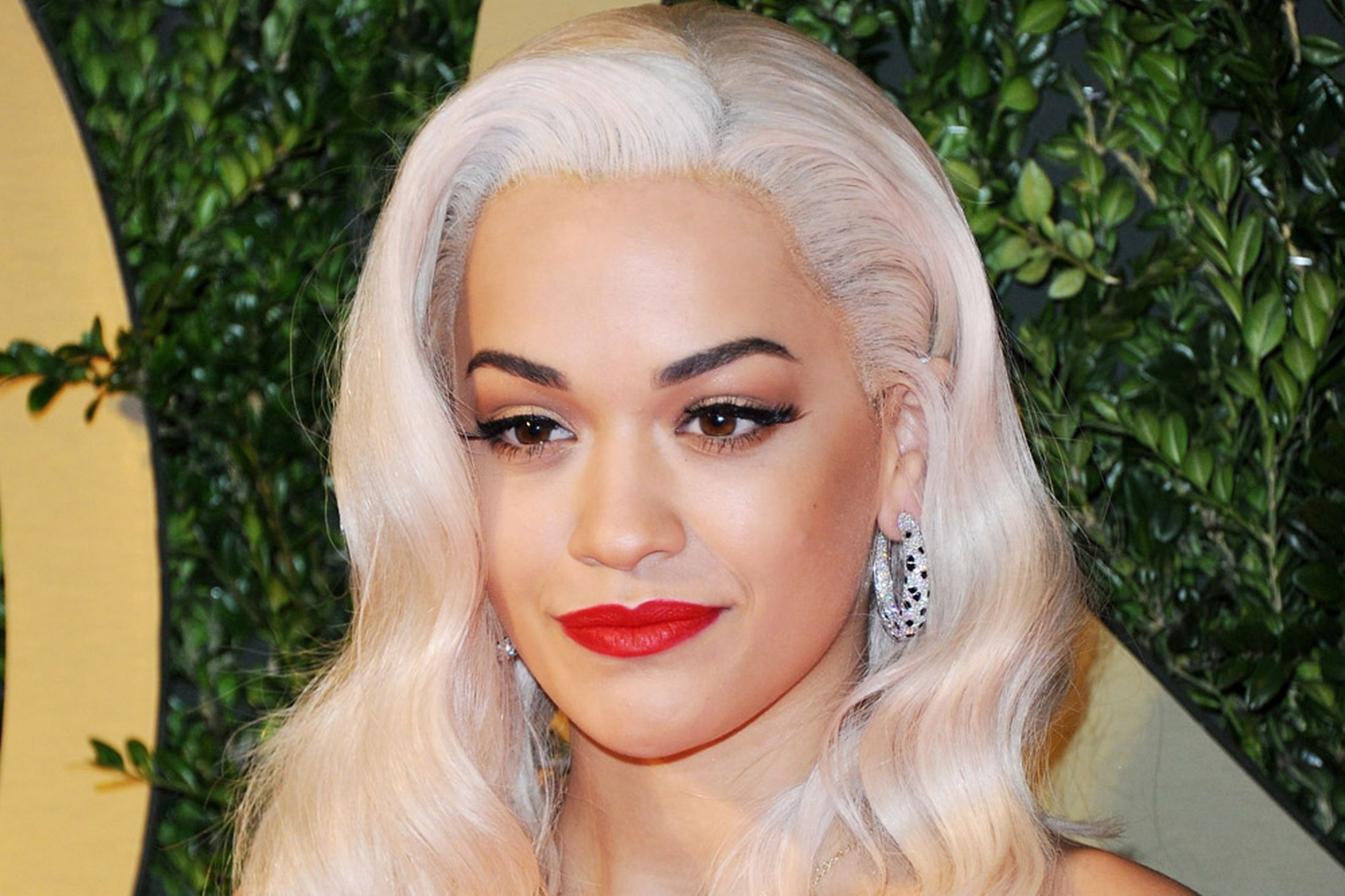 Bad Wigs On | 8 terrible celebrity wig moments, hot mess ...